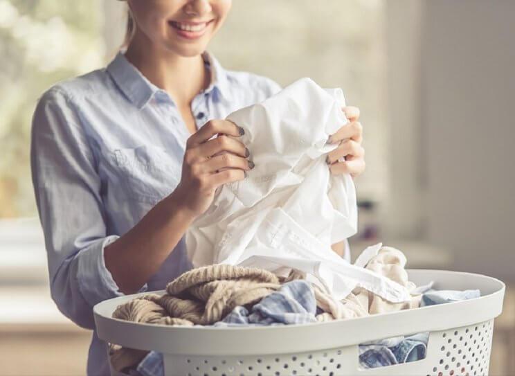 Tinggalkan Bau Apek pada Baju Kesayanganmu dengan Cara Ini
